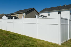 Vinyl fence installation in Leesburg
